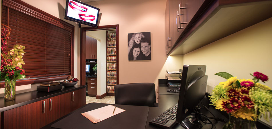 Front desk photo at Dr. Cascante's Kendal Village Dental Office